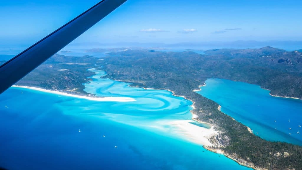 Survol de Whitehaven Beach dans les Whitsundays