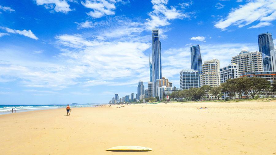 Surfers Paradise et sa plage principale